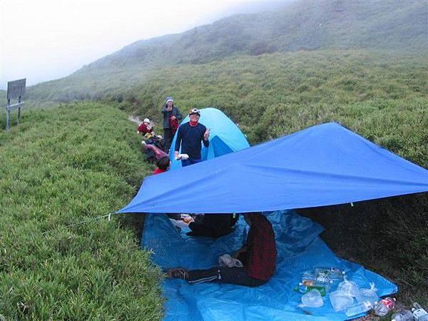 這次是露中間紮營