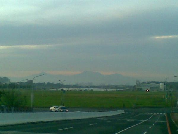四草大橋所見中央山脈