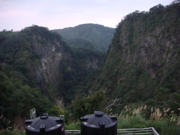 為什麼就突然出現這麼漂亮的山谷景色
