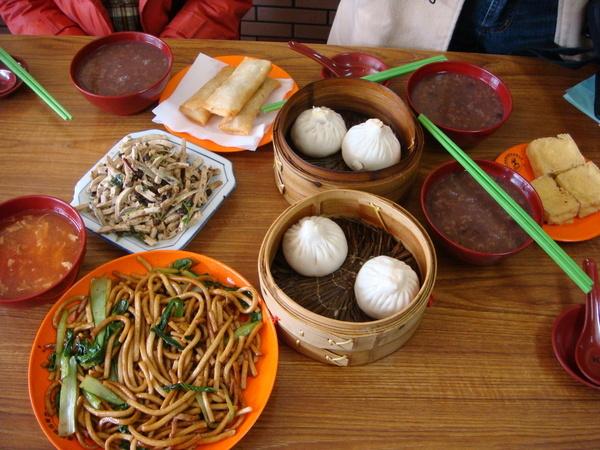 0304  第二天的午餐...小姣請的 :)