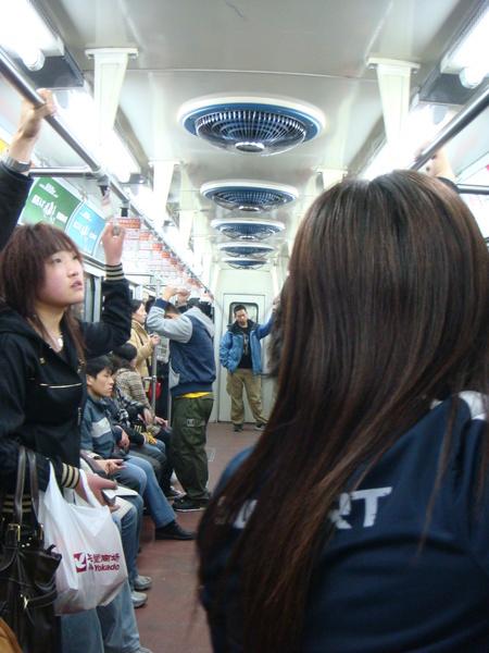 0308  地鐵內就長這樣