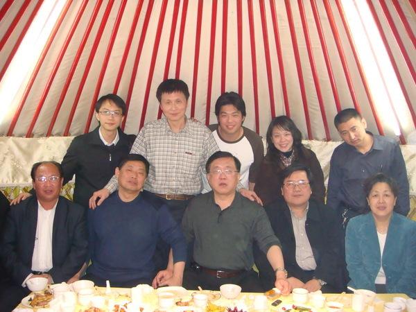 蒙古包晚宴大合照 :)