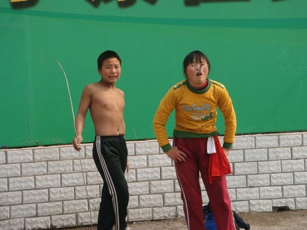 0309  西單街頭賣藝的小朋友