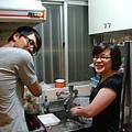 狹小的廚房,仍然抵擋不住我們想大吃大喝的決心!XD