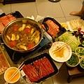這邊是壽喜燒的鍋!