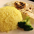 主食有米飯和烤餅
