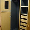 這是衣櫃...超多抽屜齁 ^^