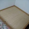 不愧是擅長收納的東京人...連床板底下都可以藏東西