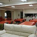 沙發、食堂和廚房