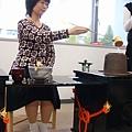 昭和女子大學的學生表演全套茶道給我們看
