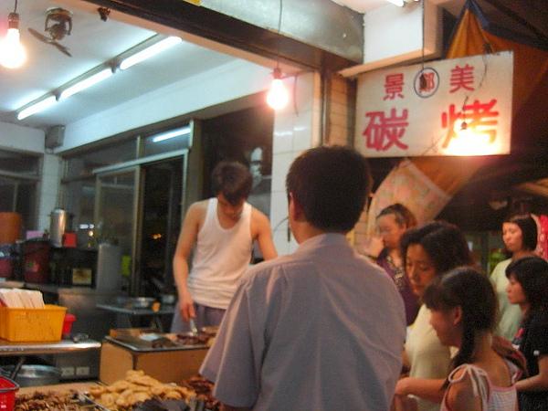 """景美夜市的""""鄭記碳烤"""",很好吃!!!"""