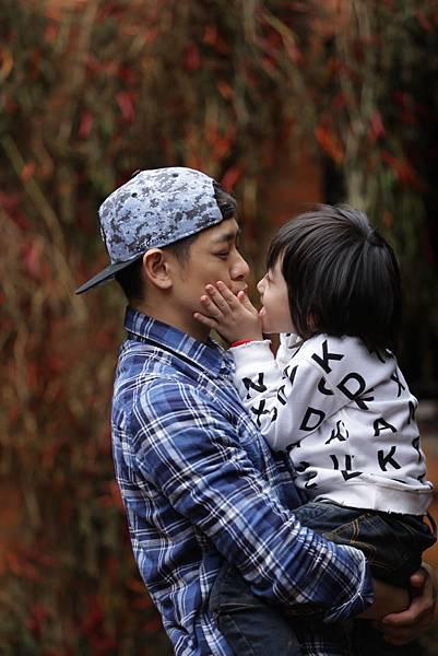 爸爸去哪兒:林志穎父子節目中互動照片 (2)