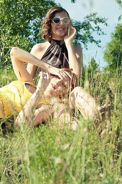 girls-380619_1920.jpg