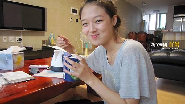 小愛在吃台灣泡麵