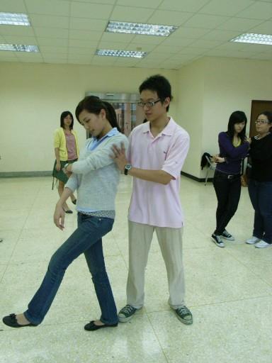 練習Tango舞步-2