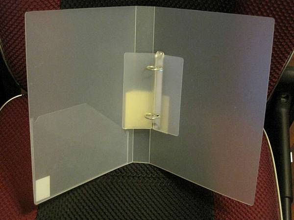 無印良品PP資料夾(線圈式)B5,2孔,50元(已賣出).jpg
