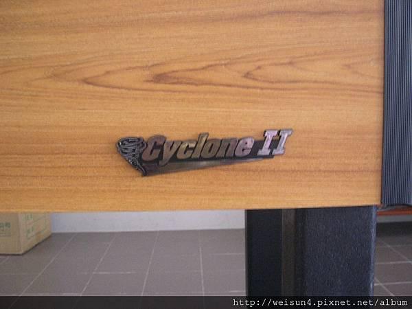 運動_手足球_Tornado_Cyclone II_Logo