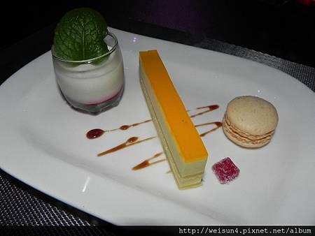 第2花園b_DSCN8509_甜點_荔枝慕斯+百香果慕斯+法國馬卡龍+覆盆子軟糖