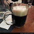 DSCN0803_地窖餐廳_黑啤酒 .JPG