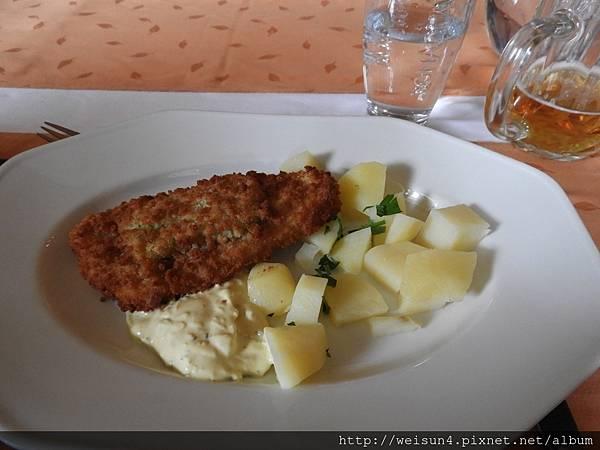 DSCN1251_騎士餐廳_午餐_主餐.JPG