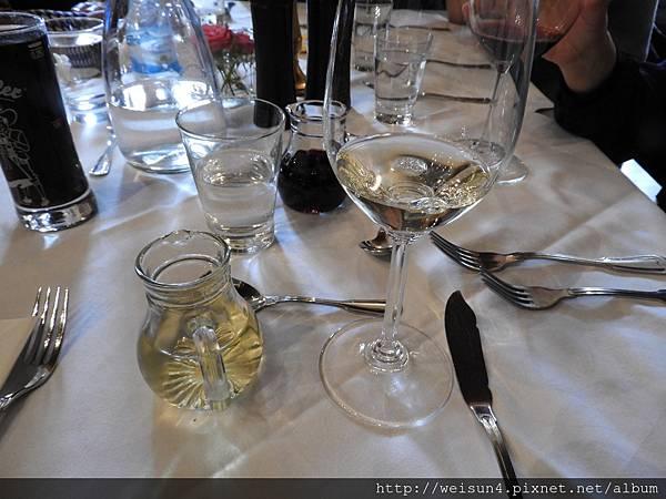 DSCN2363_Seewirt Zauner_午餐_白葡萄酒.JPG
