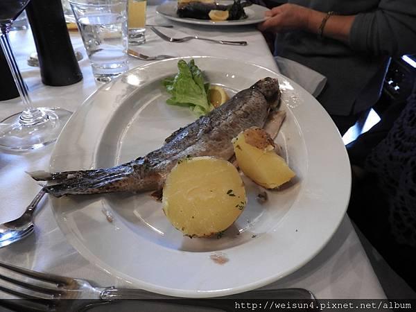 DSCN2368_Seewirt Zauner_午餐_鱒魚.JPG