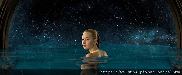 星際過客_游泳.jpg