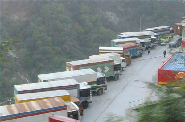 DSCF0105尼泊爾的卡車 colorful.JPG