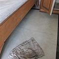 06 擦了這一小塊地板的成果.JPG
