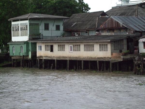 20090527037-沿河景色.JPG