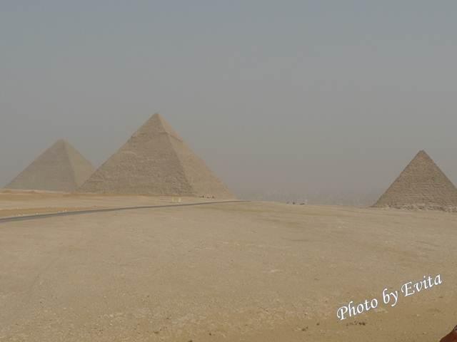 20100218吉薩金字塔01.jpg