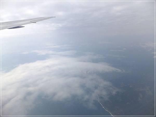 一條白白的是海岸線