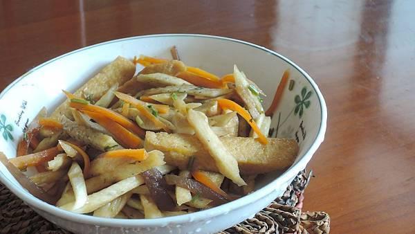 茭白筍炒豆干木耳紅蘿蔔絲2.JPG