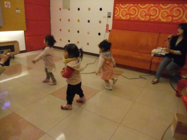 閃亮亮三姐妹:伴舞