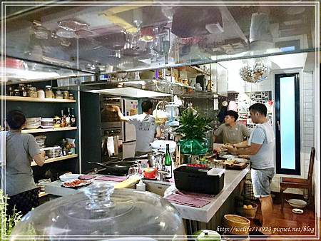 00078-06《拋夫棄子之人妻Brunch-屋頂上的貓私廚》.JPG