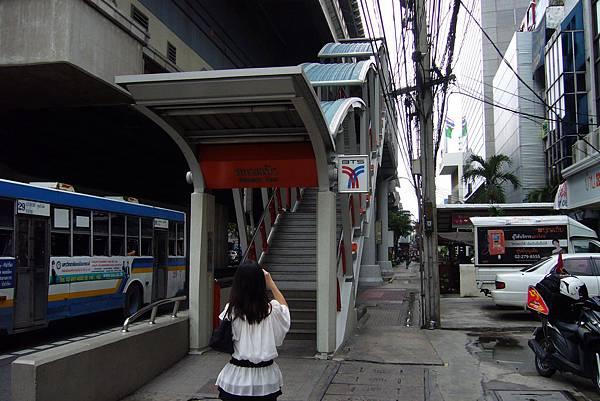 597 Sanam Pao捷運站入口.JPG