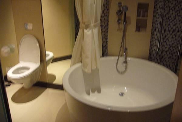 736 Centara 客房浴室.JPG