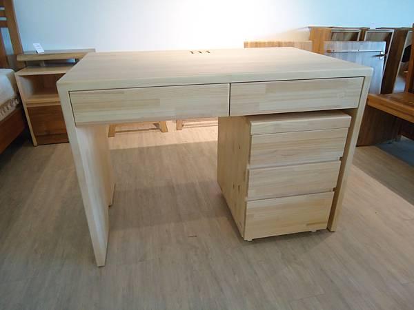 松木書桌.JPG