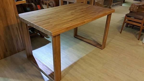 柚木假厚餐桌1.jpg