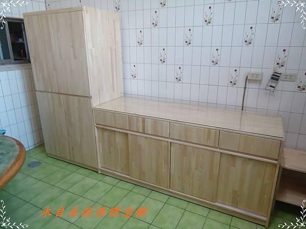 紐松廚櫃1.JPG