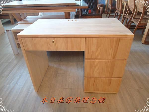 紐松四抽書桌含鎖8.JPG
