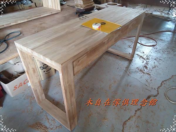 柚木三抽框腳書桌1.JPG