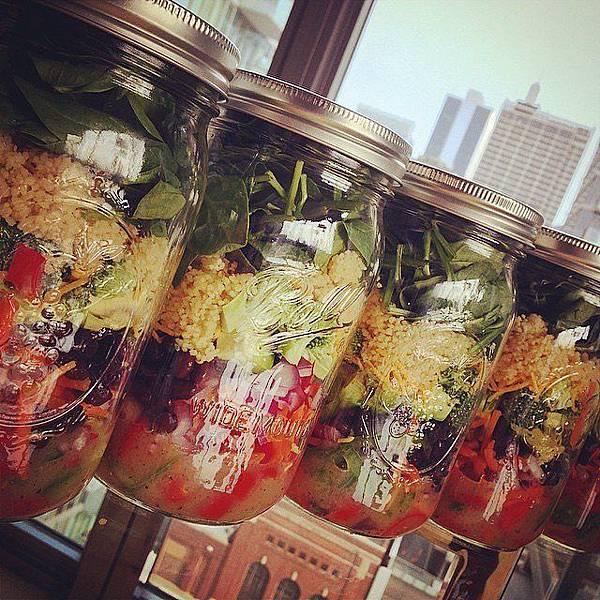 Lose-Weight-Mason-Jar-Salads.jpg
