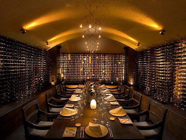 CN_winecellar_29_700x525_FitToBoxSmallDimension_Center.jpg