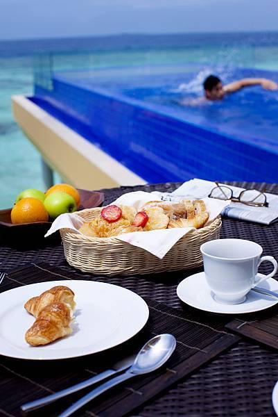27799016-H1-ANMVVE_FH_0109_Guestroom_Pool Breakfast_172693.JPG