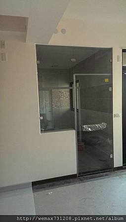 8mm清強波廁所隔間+白框一字三門3