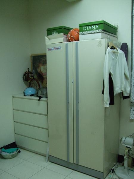 改造前的五斗櫃衣櫃.JPG