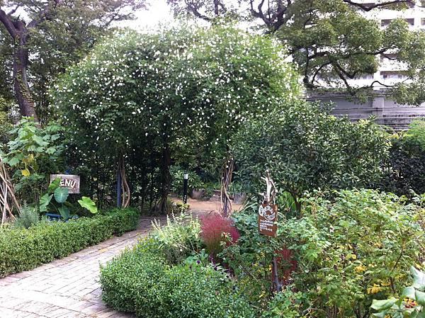 英国風ナチュラル庭園 (10).jpg