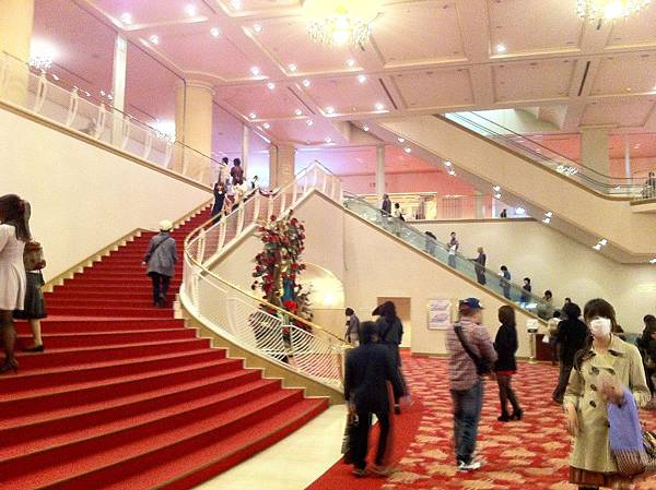 寶塚大劇場 門廳.jpg