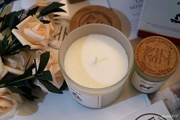 vana candle-4.jpg
